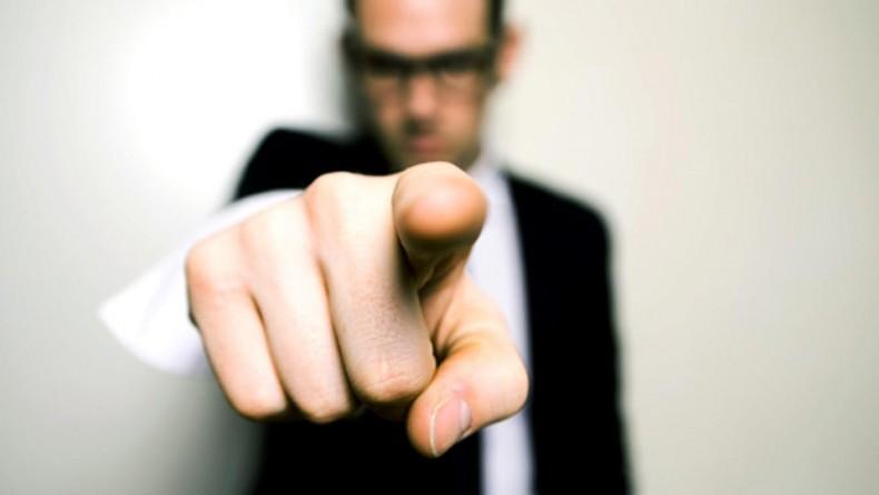 انگشت اتهام را رو به سمت خودتان بگیرید